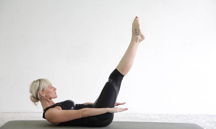 Ejercicios para mantener en forma el cuerpo y la mente dentro de casa